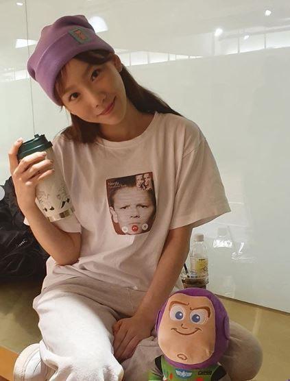 소녀시대 태연이 일상을 공개해 누리꾼들의 관심이 쏠렸다/사진=태연 인스타그램