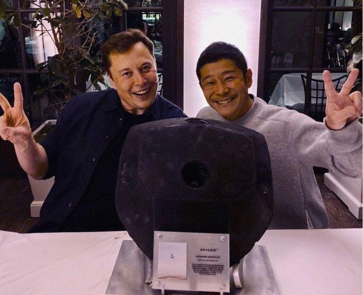 마에자와 유사쿠(우)와 일론 머스크(좌) / 사진=마에자와 유사쿠 인스타그램 캡처
