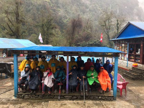 네팔 히말라야  안나푸르나 트레킹에 등반에 나선 전남 학생과 교사들 (사진=전남도교육청 제공)