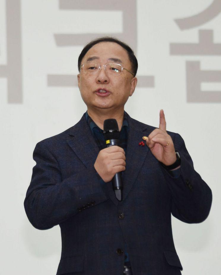홍남기, 설 맞이 민생·물가 점검 현장 방문