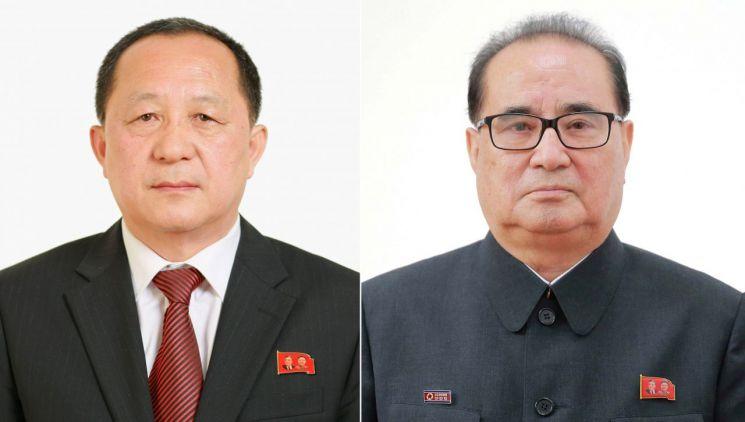 리용호(사진 왼쪽)와 리수용.
