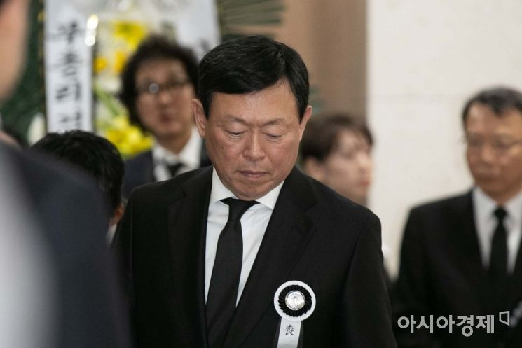 [포토]무거운 표정의 신동빈 회장