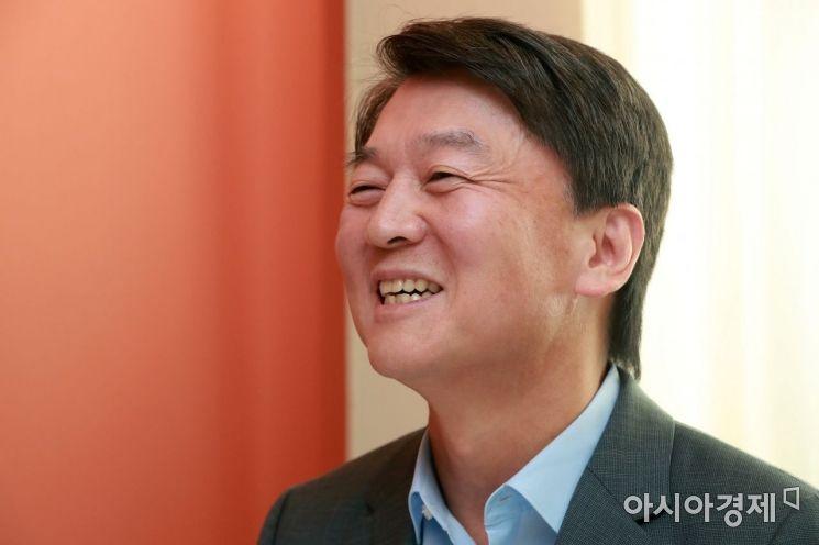 [포토]김경율 만난 안철수 환한 미소