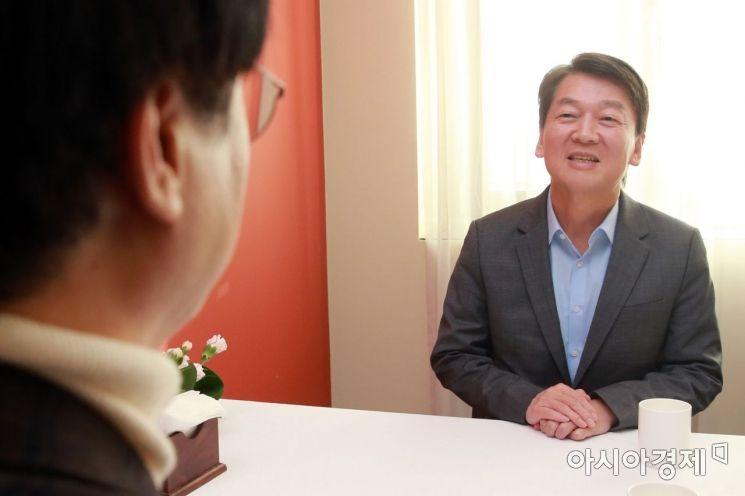 [포토]대화하는 안철수와 김경율