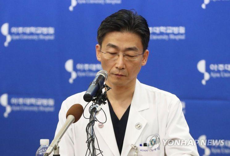 이국종 아주대병원 교수가 아주대 병원 측과 보건복지부를 비판했다/사진=연합뉴스