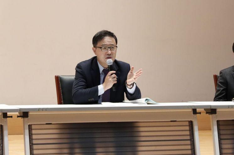 21일 기보 본점에서 열린 경영전략워크숍에서 정윤모 이사장이 당부사항을 전달하고 있다.