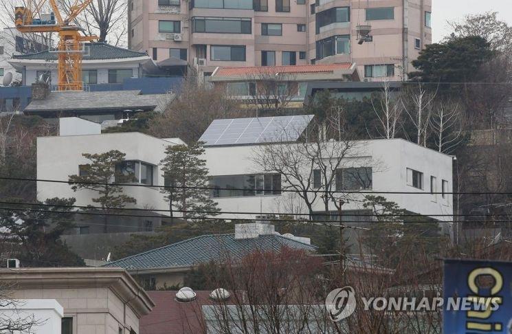 ▲ 서울 용산구 한남동 이명희 회장 소유의 저택 [이미지 출처=연합뉴스]
