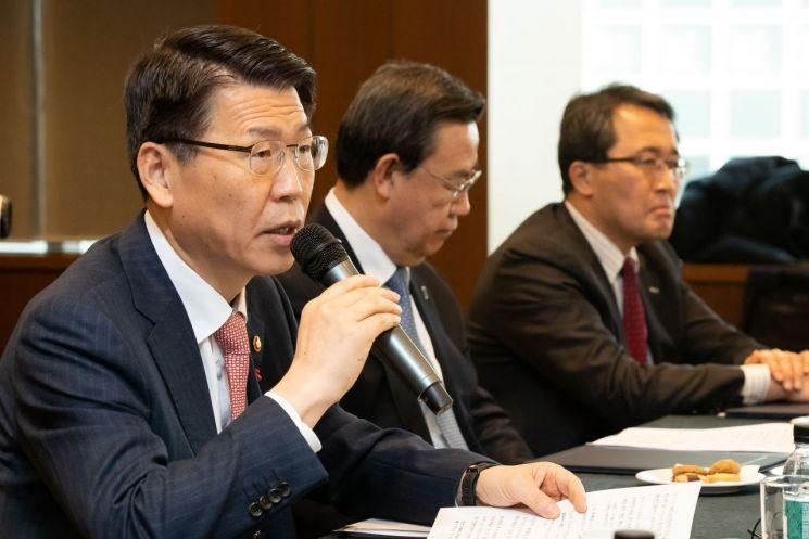 은성수 금융위원장은 22일 서울 중구 은행연합회에서 은행권 포용금융 성과점검 간담회를 진행하며 모두발언을 하고 있다.