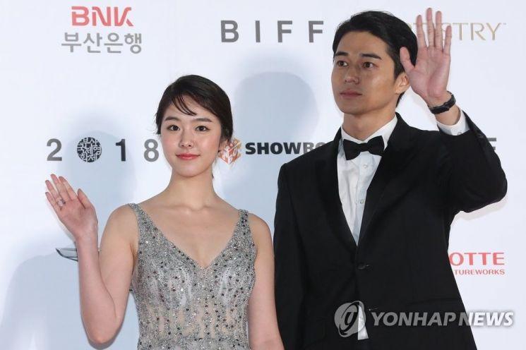일본 배우 카라타 에리카(좌) 히가시데 마사히로(우) /사진=연합뉴스