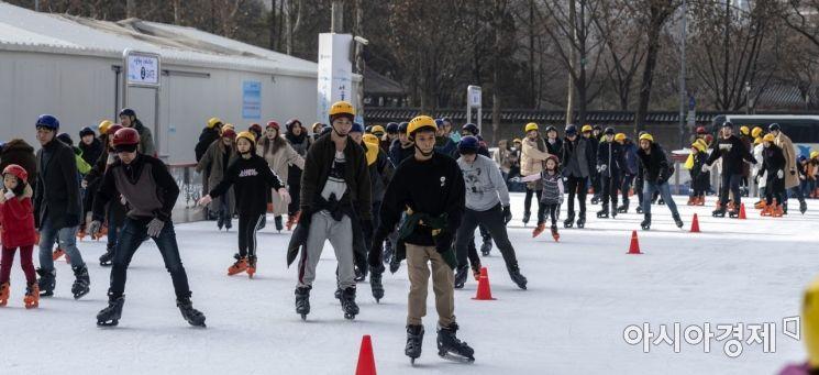 [포토] 스케이트 즐기는 시민들