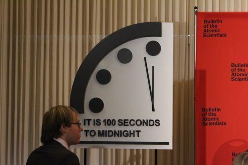 미국 핵과학자회(BAS)는 23일(현지시간) 미 워싱턴DC에서 100초를 남겨둔 지구종말 시계를 공개했다. / 사진=연합뉴스