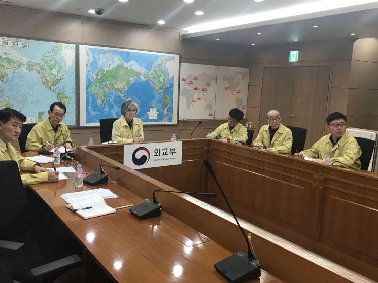강경화 장관, 주우한총영사관과 화상회의…귀국 지원·환자 발생 대처 방안 등 논의