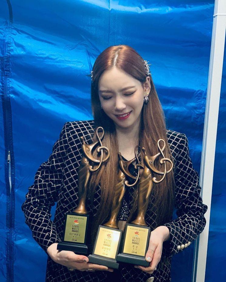 """태연 """"너무너무 고맙습니다""""… 행복 만끽한 셀카 공개"""