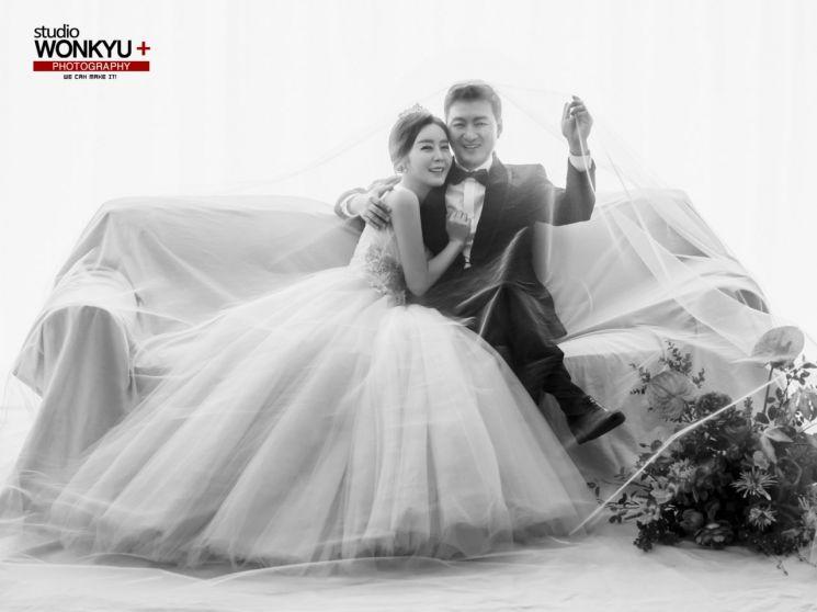 '주스 아저씨' 박동빈과 11살 연하의 이상이 결혼 화보