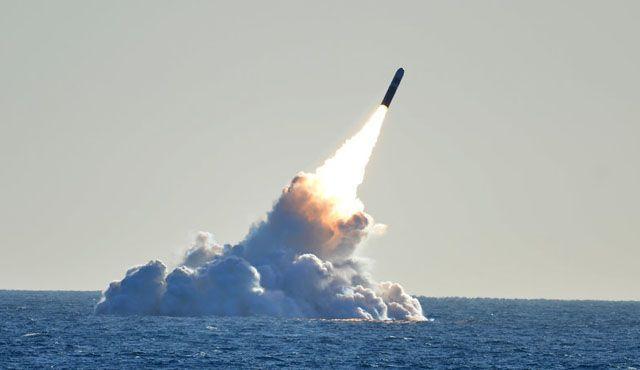 미군 잠수함에서 발사되는 잠수함 발사 탄도미사일(SLBM)의 모습.[이미지출처=미 해군 홈페이지/www.navy.mil]