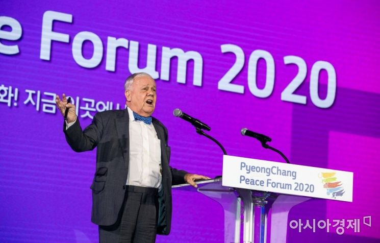 짐 로저스 로저스홀딩스 회장이 9일 오후 강원도 평창군 대관령면 알펜시아컨벤션센터에서 열린 2020 평창평화포럼 개회식에서 환영사를 하고 있다.  20200209 사진공동취재단 뉴스1 이재명 기자