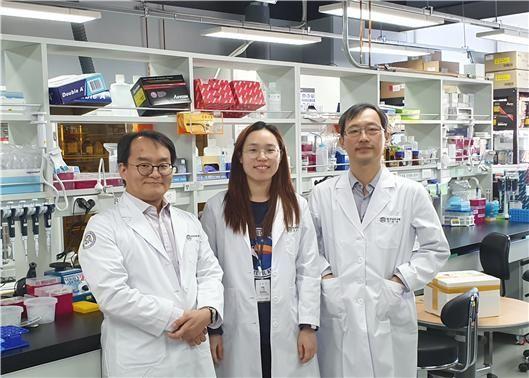구자욱 책임연구원, 주빛나 학생연구원, 이석원 선임연구원