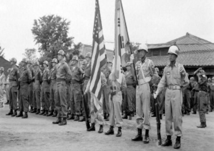 1952년 7월 주한미군사고문단 부대 표창식 모습[이미지출차=국가기록원]