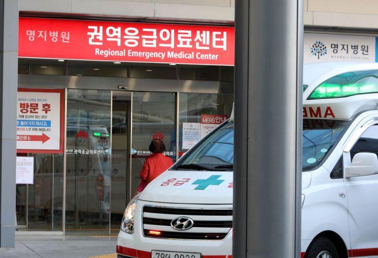 국내 28번째 코로나19 확진자가 격리된 경기도 고양 명지병원 권역응급의료센터[이미지출처=연합뉴스]
