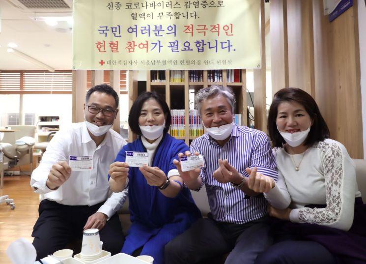 [포토]코로나19 헌혈 부족...서초구의원들 헌혈 자발적 동참