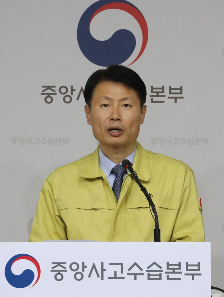 """[상보] 정부 """"대구 차단 못하면 전국 확산…유증상자 전원 검사"""""""