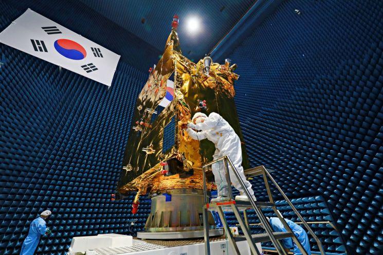 """네이처 """"한국R&D, 정부·재벌에서 혁신으로"""""""