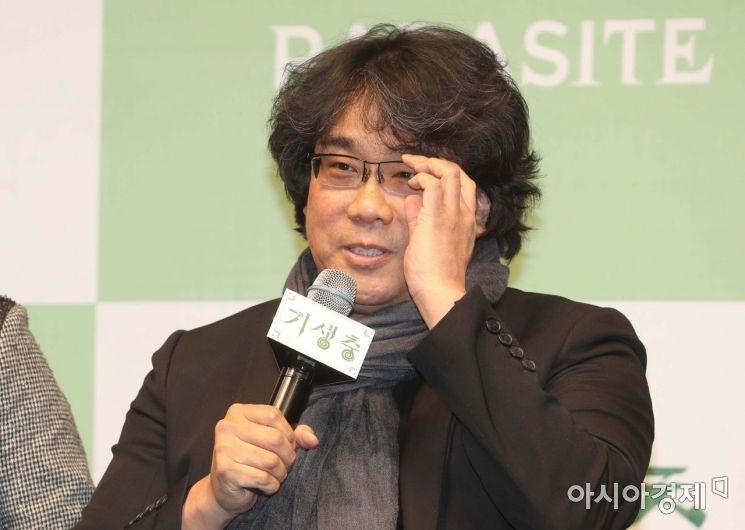 봉준호 감독이 지난 2월 19일 서울 중구 웨스틴조선호텔에서 열린 영화 기생충 공식 기자회견에서 취재진 질문에 답변하고 있다. /문호남 기자 munonam@