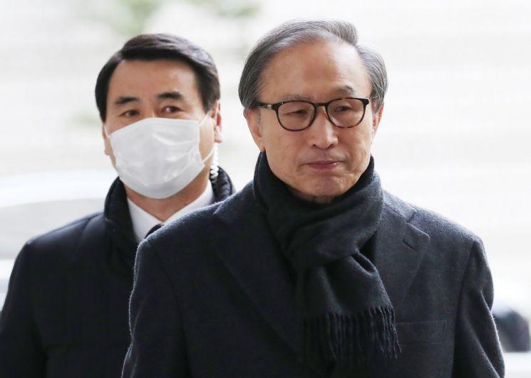 29일 대법원에서 징역 17년형이 확정된 이명박 전 대통령 [이미지출처=연합뉴스]