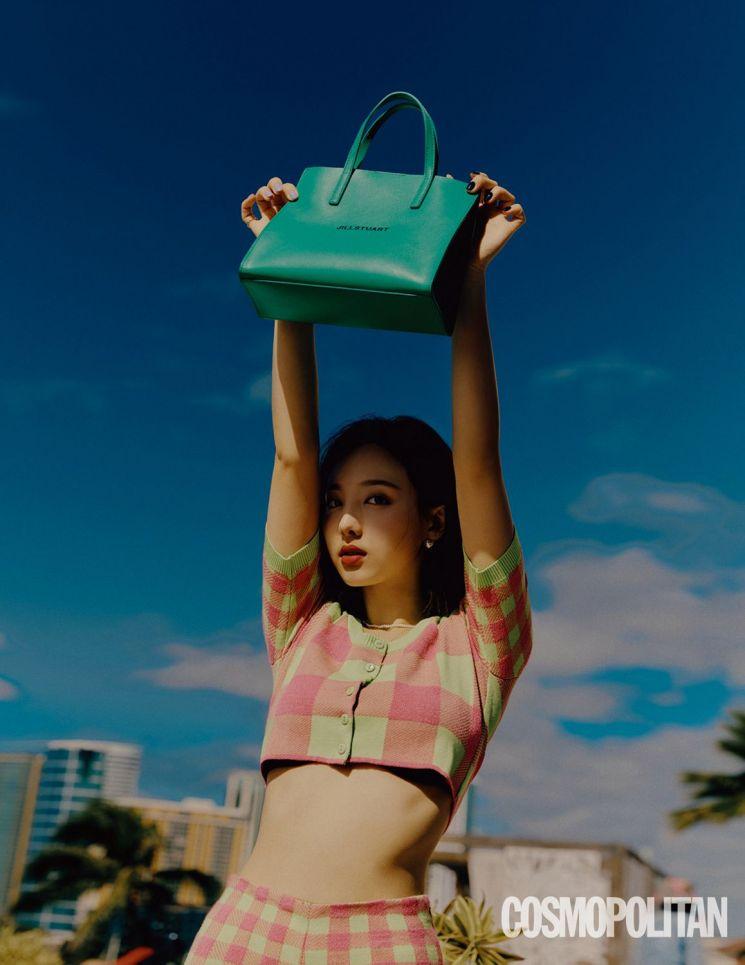 하와이 매료시킨 봄의 요정, 트와이스 나연 가방 어디꺼?