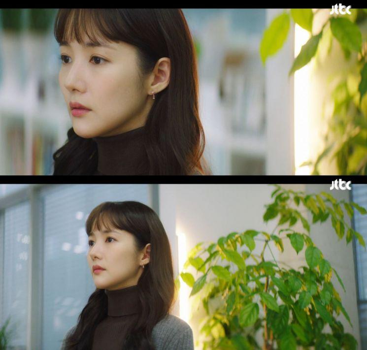 제이에스티나 '루체르나'를 착용한 박민영. 사진=JTBC '날씨가 좋으면 찾아가겠어요' 방송 화면