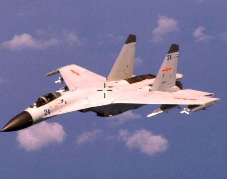 러시아의 Su-27 전투기 중국 버전인 J-11은 중국공군과 해군항공대에서 운용 중이다. 사진=미 국방부