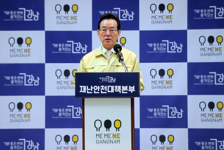 강남구, 확진자 다녀간 압구정동 갤러리아백화점 푸드코트 12일 폐쇄