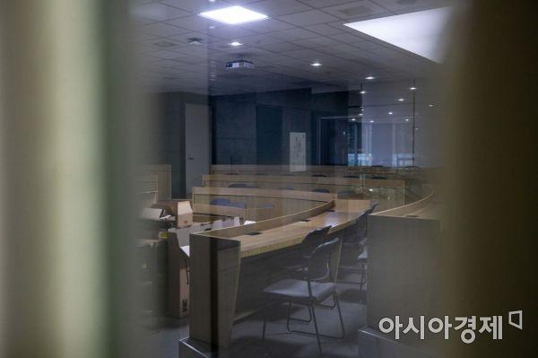 사진은 한 대학 강의실이 한산한 모습.