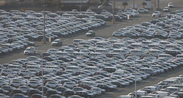 18일 현대자동차 울산공장 야적장에 완성차들이 대기하고 있는 모습.(사진=연합뉴스)