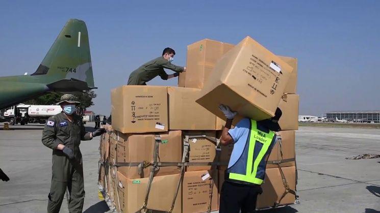 [양낙규의 Defense video]'미얀마 출발' 공군 수송기 김포공항 도착