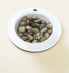 2. 바지락은 소금물에 해감을 시키고 냄비에 물 1컵과 맛술, 후춧가루를 넣어 바지락이 입을 벌리면 불을 끄고 바지락을 건져낸다.(Tip 바지락 500g 기준 바지락이 잠길정도의 물을 넣고 굵은소금 1을 넣어 20분정도 담가 해감한다.)