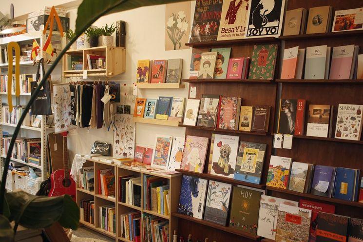스페인 책방의 책들. 사진=스페인책방