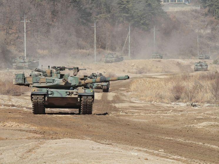 K1A2 전차는 1980년대에 개발된 K1 전차를 베이스로 한 120mm 주포 전차다, K2 전차의 전력화 대수가 예정보다 감소하면서 우리 군 기갑 전력의 중심 역할을 장기간 이어가야 하는 상황이 됐다.