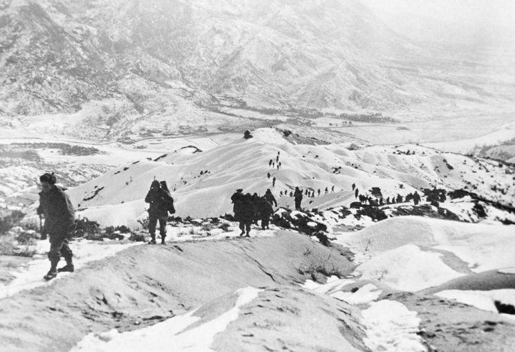 미 10군단이 홍천을 공략하기 위해 이동 중이다. 이때 선공을 하지 않았더라도 조만간 중공군이 공세를 시작할 예정이어서 중부전선에서 커다란 충돌은 이미 예정되어 있었던 셈이었다.