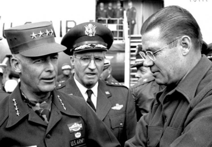 역사적인 지평리 전투를 이끈 폴 프리먼 연대장은 이후 대장까지 진급해 유럽주둔미군사령관으로 복무했다.