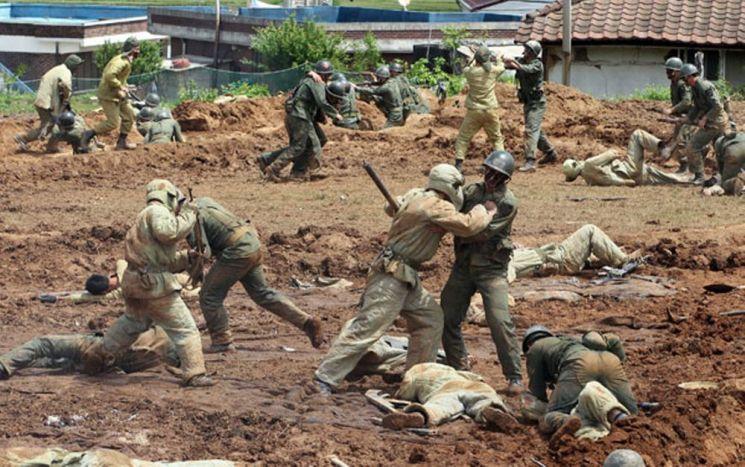 2010년 현지에서 열린 지평리 전투 재현 행사. 압도적인 중공군의 공격을 백병전도 마다하지 않는 혈전 끝에 물리쳤다.