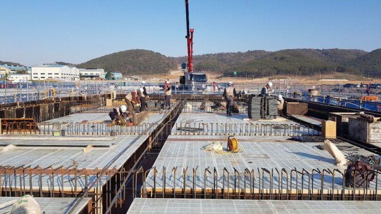 광주글로벌모터스 자동차 공장은 지난해 12월 기공식 이후 광주 빛그린 국가산단 내 부지 60만4000㎡, 건물 연면적 10만9000㎡ 건립 규모로 공사가 진행 중이다. 공정율은 9.5%이다.