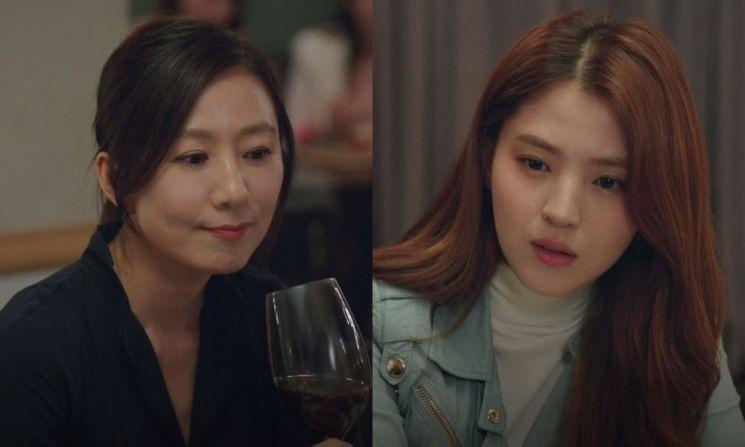 지선우(김희애 분), 여다경(한소희 분). 사진=JTBC '부부의 세계' 방송 화면