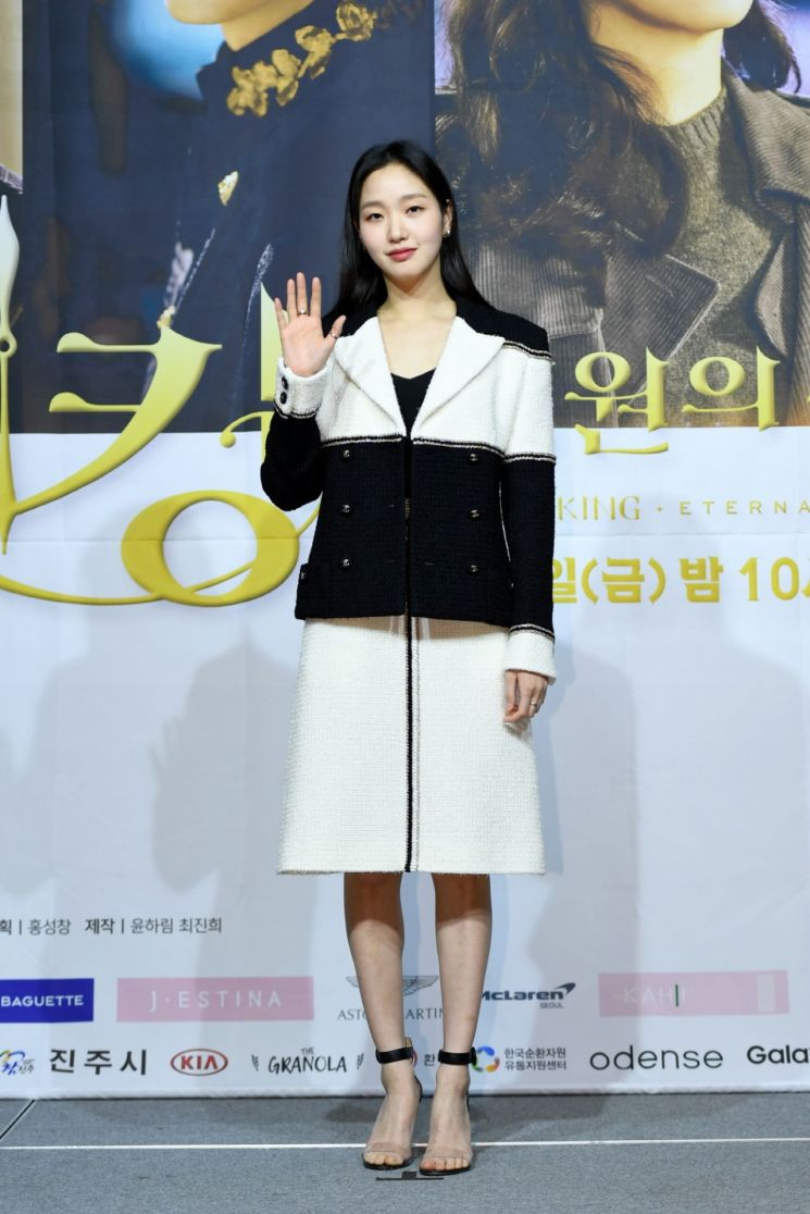 황제 이민호·형사 김고은, 비주얼 커플의 블랙&화이트