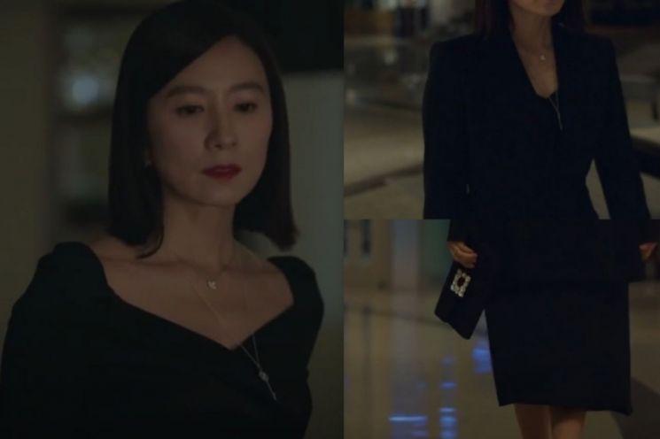 올블랙을 시크하게 소화한 김희애