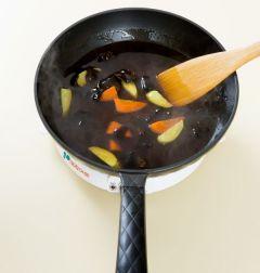 5. 녹말물을 넣어 걸쭉하게 농도를 맞추고 튀김을 넣어 섞거나 곁들인다.