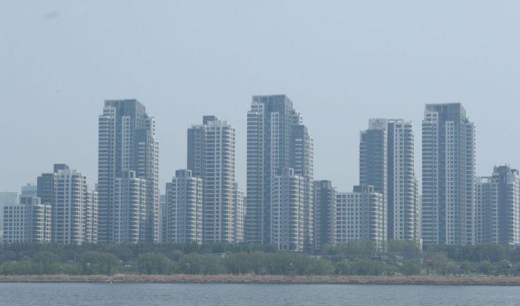 서울 서초구 아파트들이 미세먼지로 뿌옇게 보인다. (사진=연합뉴스)