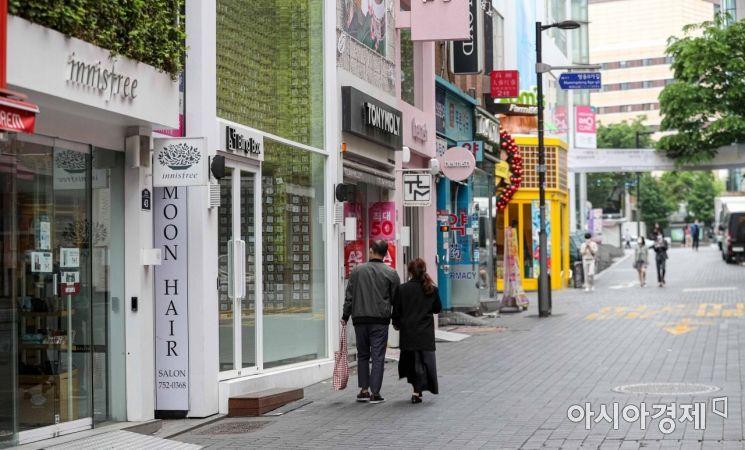 5월12일 화장품 매장이 모여 있는 서울 중구 명동거리가 한산한 모습을 보이고 있다. /강진형 기자aymsdream@