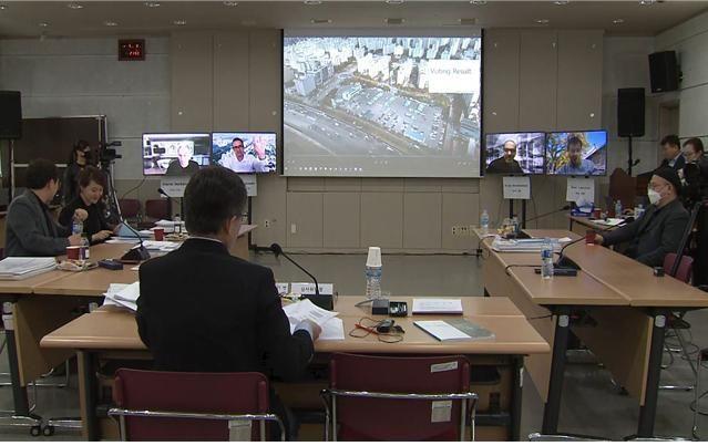 서울시와 SH공사 '강일, 서울 콤팩트시티' 본선 진출작 선정을 위해 국제화상회의를 진행하는 모습.