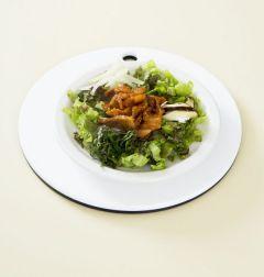 4. 접시에 상추를 돌려 담고 표고버섯, 양파, 깻잎을 곁들인다. 밥은 따로 담고 통깨를 뿌린다. (Tip 식성에 따라 볶음고추장(또는 고추장)을 넣어 비벼 먹으면 맛있다.)